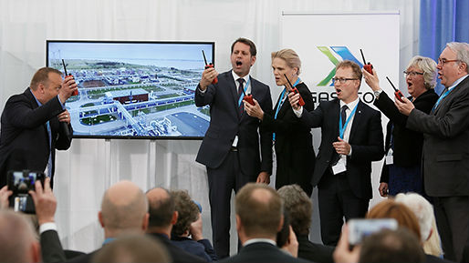 "A symbolic ""GO"" for shutting down the old terminal and taking the new facilities into operation. From left: Gassco General manager Germany Alfred Skår Hansen, German minister of Economics, Labour and Transport in Lower Saxony Olaf Lies, Norwegian secretary of state Ingvil Smines Tybring-Gjedde, Gassco CEO Frode Leversund, Norwegian Minister of EEA and EU Elisabeth Alsaker and Parliamentary secretary of state Uwe Beckmeyer."